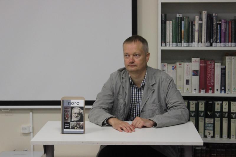 Максим Артемьев на презентации своей книги