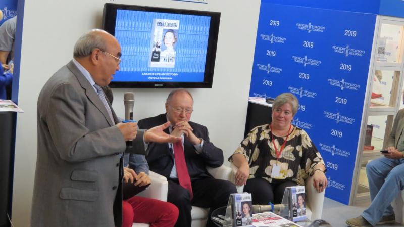 Первый президент Киргизии Аскар Акаев на презентации книги