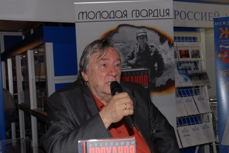 На презентации книги «Хождение в огонь» на Московской международной книжной выставке-ярмарке (сентябрь 2011)