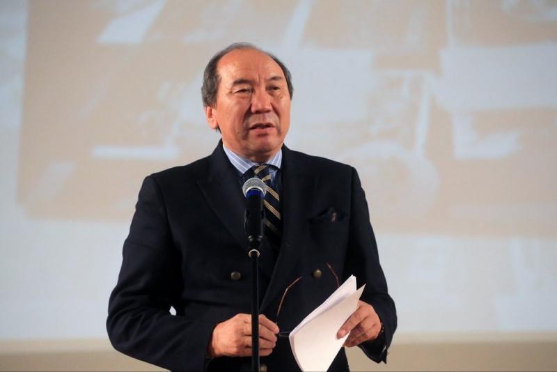 Автор биографии Чингиза Айтматова Осмонакун Ибраимов