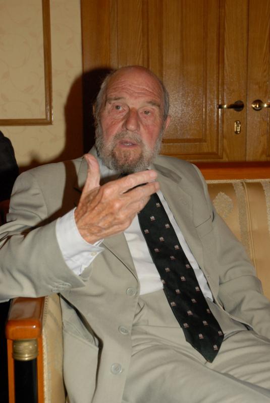 11 ноября исполняется 95 лет нашему автору, знаменитому разведчику-нелегалу Джорджу Блейку