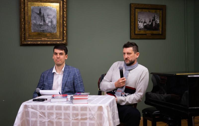 В библиотеке искусств имени Боголюбова в рамках Клуба читателей «ЖЗЛ» состоялась встреча с известным писателем Львом Данилкиным — автором книги «Ленин: Пантократор солнечных пылинок»