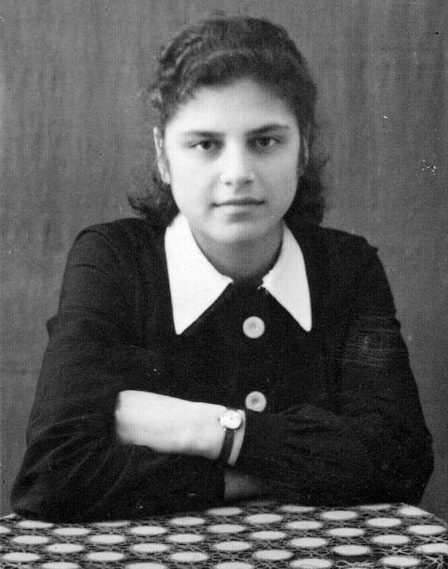 У Ежова была жена Евгения Хаютина, исключительно творческая натура