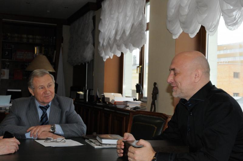 С генеральным директором АО «Молодая гвардия» Валентином Юркиным
