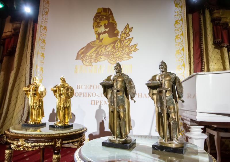 Победители, занявшие первые три места в музейном и литературном конкурсах, награждены скульптурным изображением благоверного князя Александра Невского и денежными призами