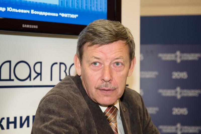 Александр Бондаренко на стенде издательства «Молодая гвардия» на Московской международной книжной выставке-ярмарке