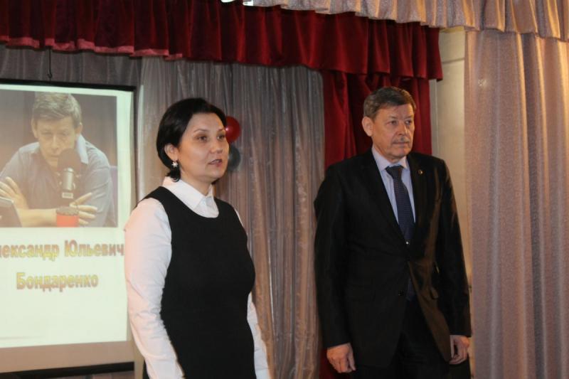 Александр Бондаренко с директором библиотеки-музея