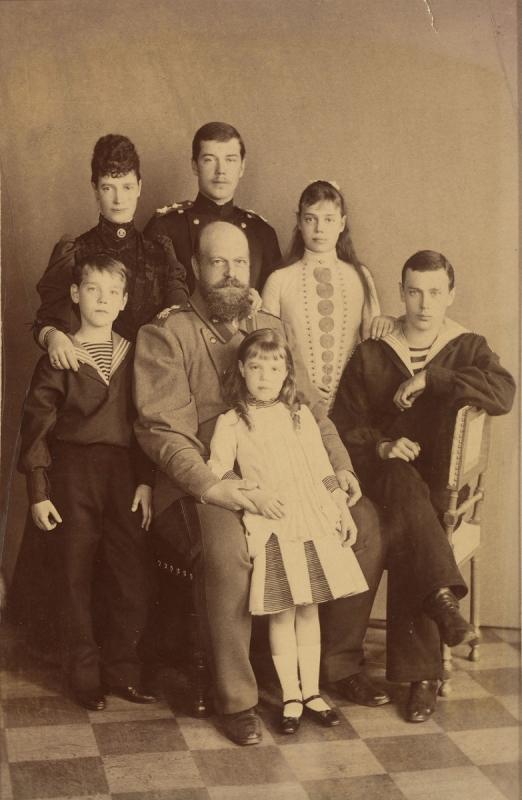 Александр III с семьей
