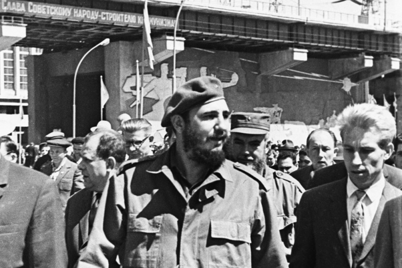В 1963 году Николай Леонов (справа) был переводчиком Фиделя Кастро. Фото: РИА Новости
