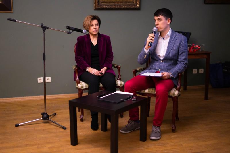 Наталья Беглова, автор книги «Изабелла Эбергардт», ответила на вопросы читателей в рамках Клуба любителей «ЖЗЛ»