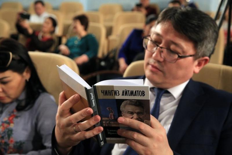 В «Российской газете» состоялась презентация книги Осмонакуна Ибраимова «Чингиз Айтматов» – в преддверии 90-летия (12 декабря) со дня рождения выдающегося писателя