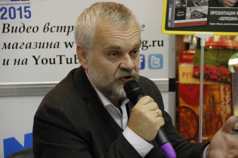 Алексей Варламов в магазине «Молодая гвардия»
