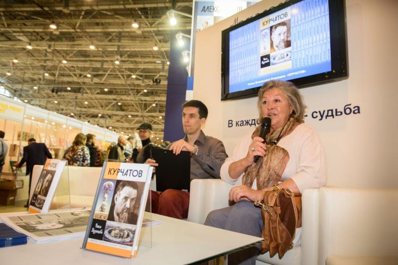 Раиса Кузнецова на презентации своей книги