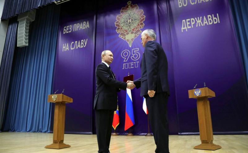 Владимир Путин поздравил СВР с 95-летием