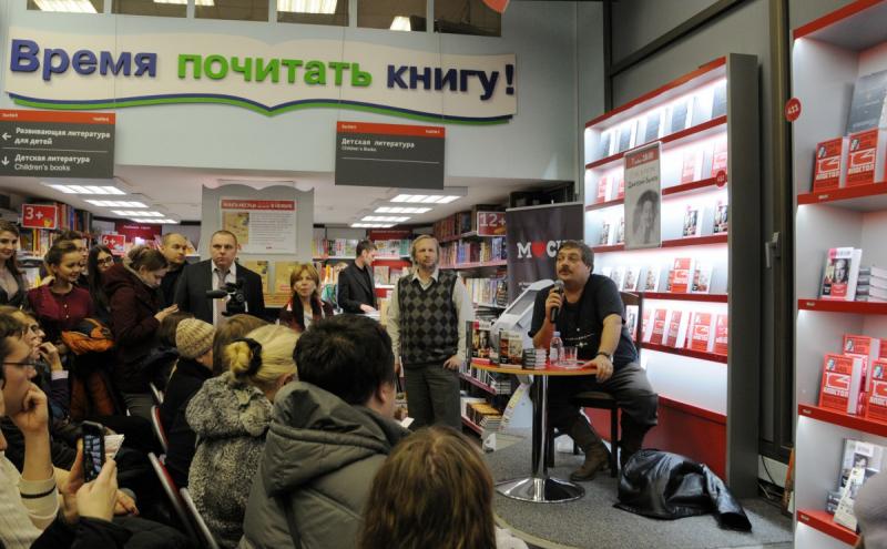 Была приоткрыта завеса тайны над книгой об Анне Ахматовой, которую сейчас готовят для издания в «ЖЗЛ» Дмитрий Быков и его соавтор Максим Чертанов – он же Мария Кузнецова