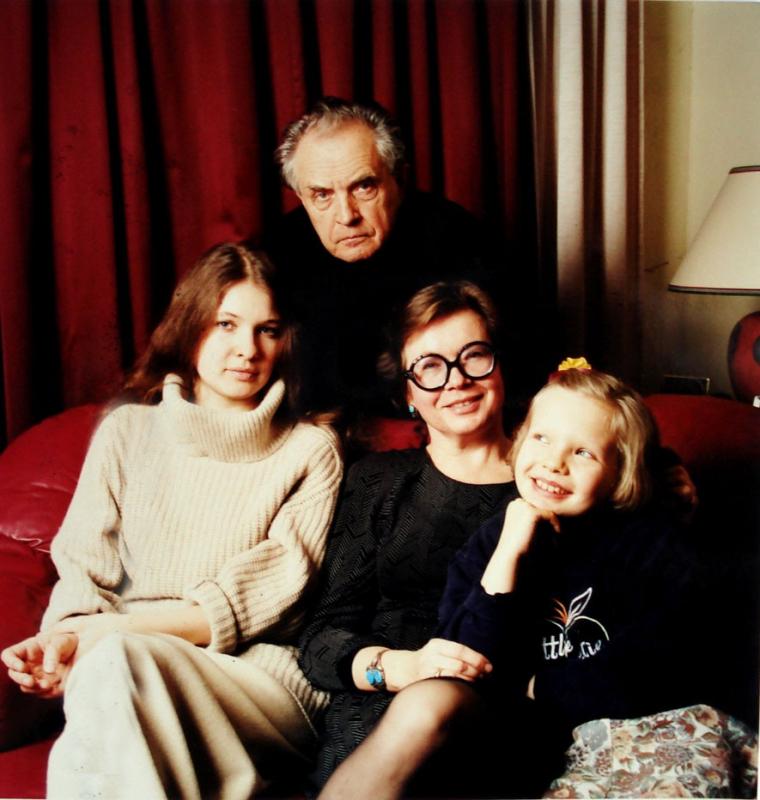 Семья Зиновьевых (Полина, Александр, Ольга и Ксения), 1998 год