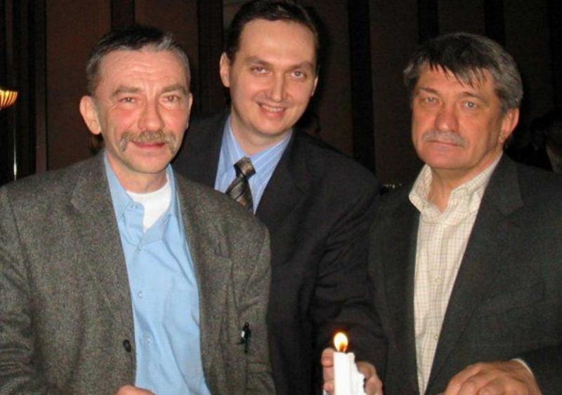 С профессором А. Н. Мещеряковым и режиссером А. Н. Сокуровым на премьере фильма «Солнце». 2005 год