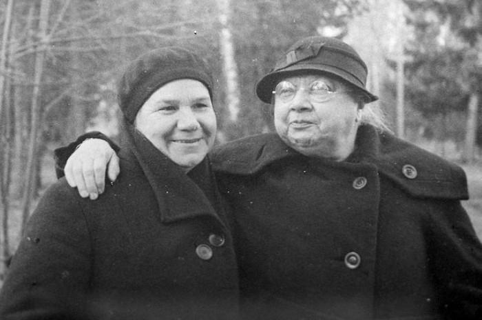 Клавдия Николаева и Надежда Крупская в Архангельском, 1936 год