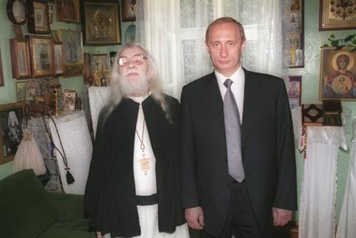Отец Иоанн и Владимир Путин. 2000 год
