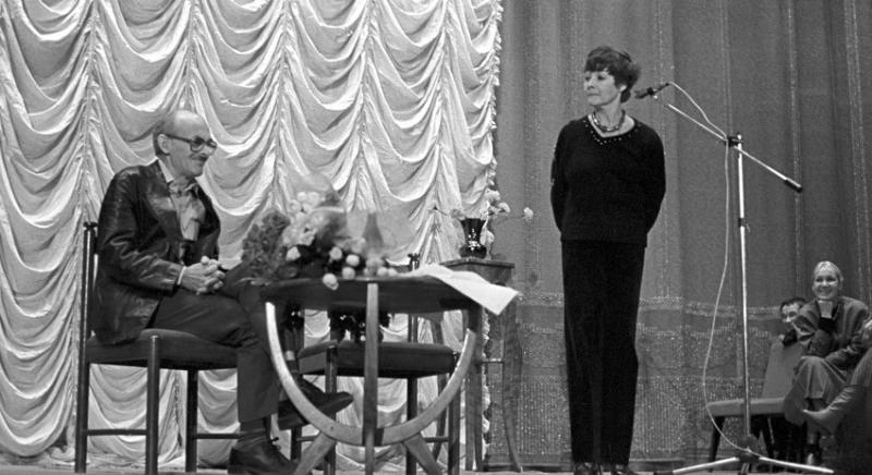В этом году Белле Ахмадулиной исполнилось бы 80. 29 ноября 2010 года «громкая жизнь негромко подошла к концу»