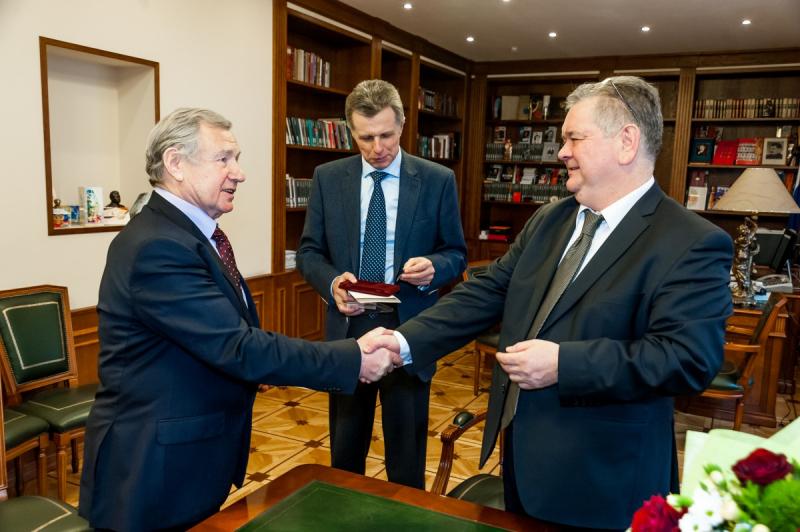 Валентин Юркин удостоен юбилейного знака «95 лет ИНО-ПГУ-СВР»