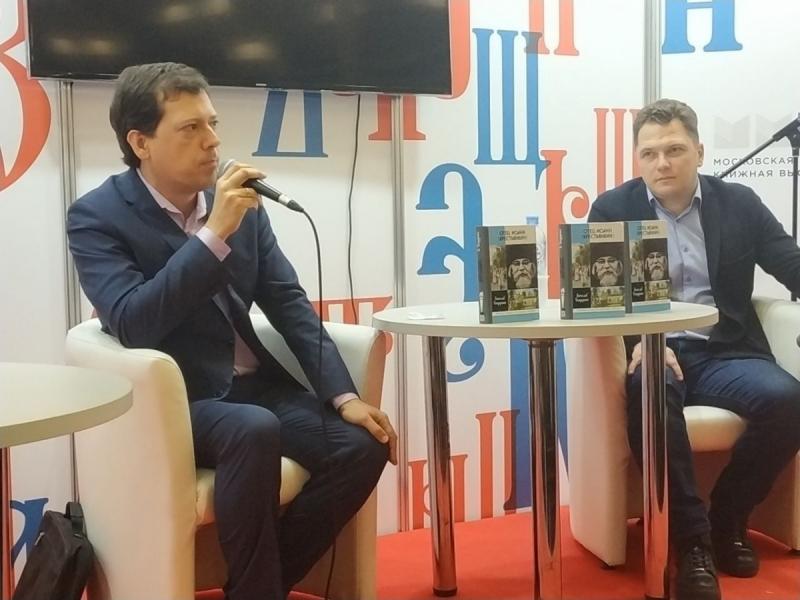 Вячеслав Бондаренко и исполнительный директор издательства «Молодая гвардия» Роман Косыгин
