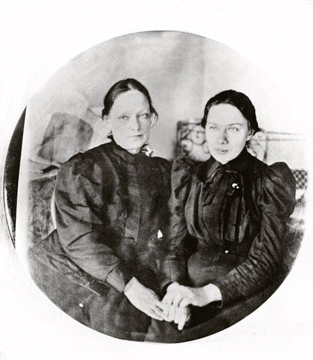 Надежда Крупская с матерью