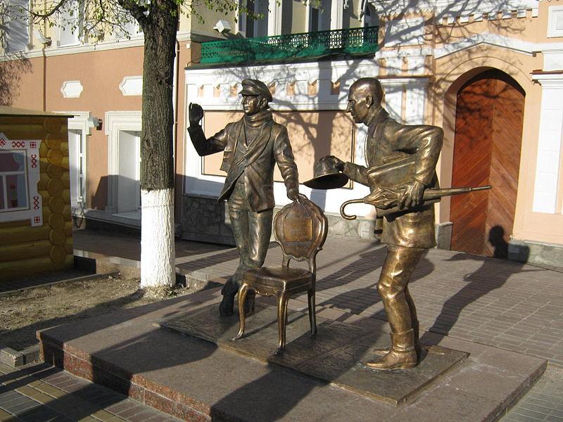Скульптурная композиция в память о пребывании в городе Чебоксары Остапа Бендера и Кисы Воробьянинова