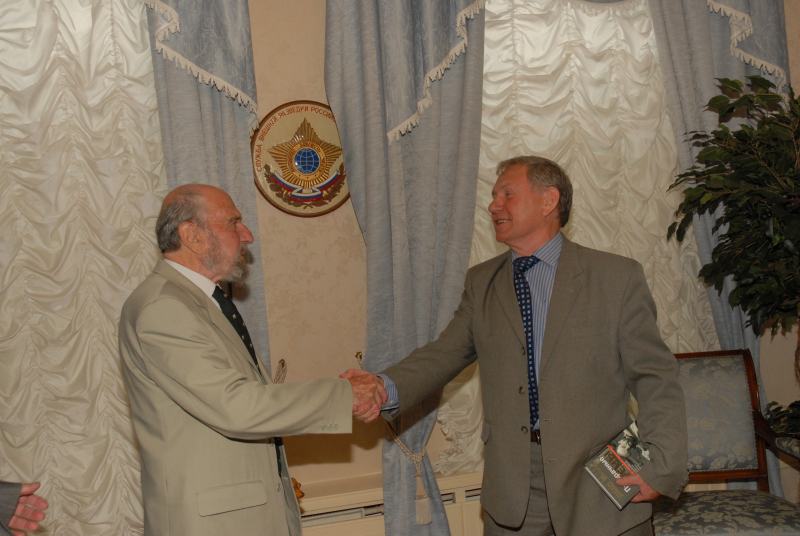 С легендарным разведчиком Джорджем Блейком – на презентации его книги «Прозрачные стены»