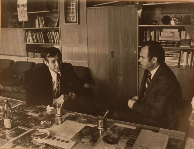 С директором «Молодой гвардии» (1968—1978) Валерием Ганичевым