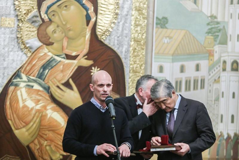 Автор «Молодой гвардии», казахстанский государственный деятель, историк, политолог, доктор экономических и политических наук Таир Мансуров (справа)