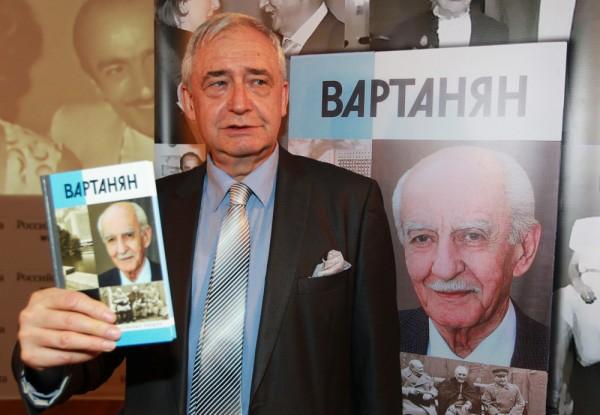 Николай Долгополов на презентации книги «Вартанян» (2013)