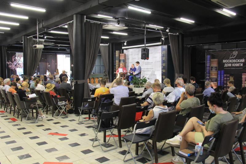 Борис Минаев и Андрей Колесников представили в Московском Доме Книги свою книгу «Егор Гайдар: Человек не отсюда»