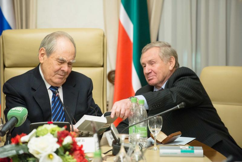 Минтимер Шаймиев и генеральный директор АО «Молодая гвардия» Валентин Юркин