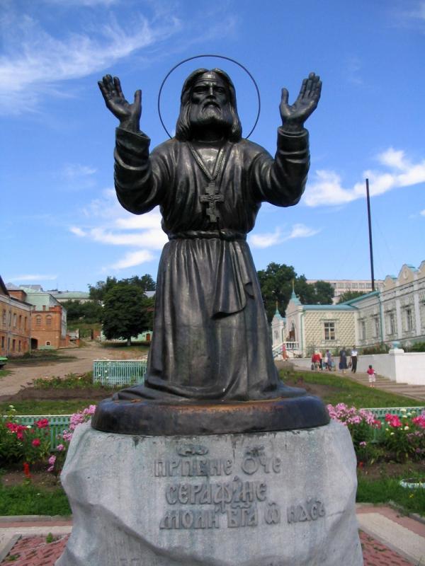 Памятник Серафиму Саровскому в Курской Коренной пустыни
