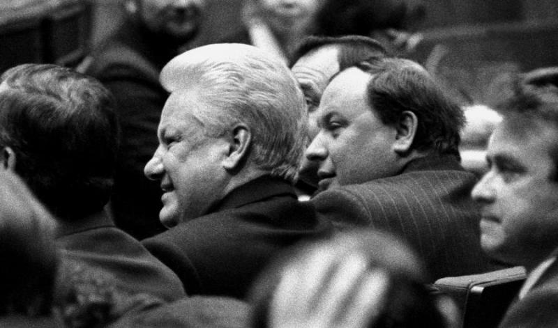 29 ноября 1992 года. Москва. Форум сторонников реформ. Борис Ельцин и Егор Гайдар (Источник: «Ельцин-Центр»)