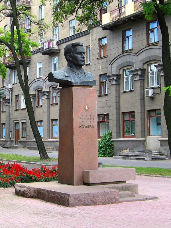 Памятник Виктору Лягину в Николаеве