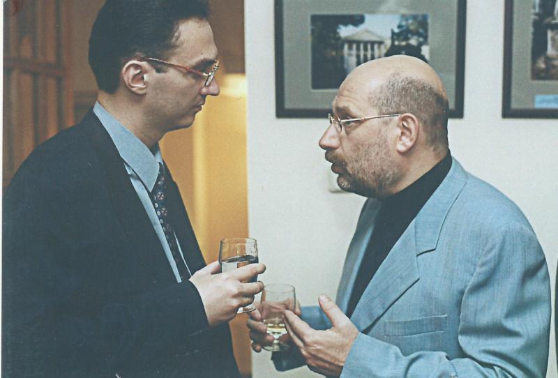 С Г. Ш. Чхартишвили (Борисом Акуниным), придумавшим тему стажировки Александра Куланова в Японии. 2000 год