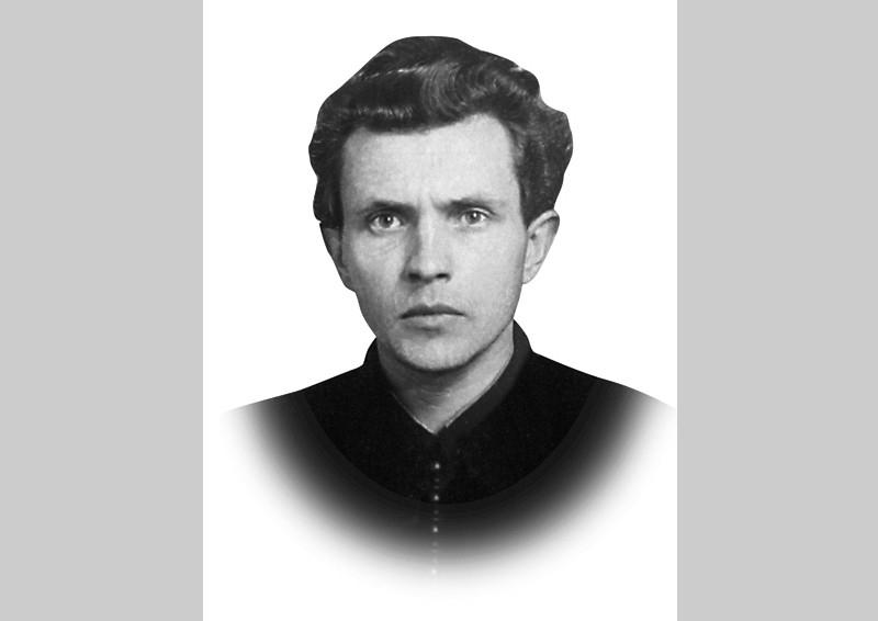 1951 год. Зиновьев – аспирант. Молодой человек с невероятно восторженным лицом скоро станет для друзей учителем мысли. Фотография из личного дела аспиранта