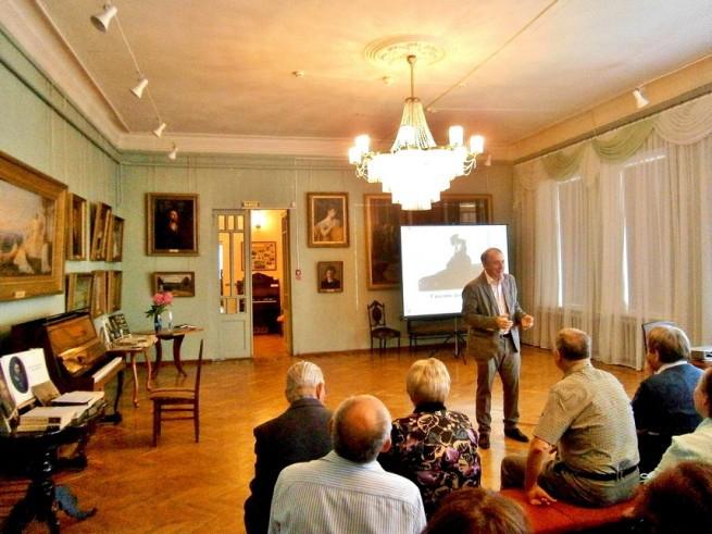 Николай Карташов выступил в Острогожском историко-художественном музее имени И. Н. Крамского перед культурной общественностью города
