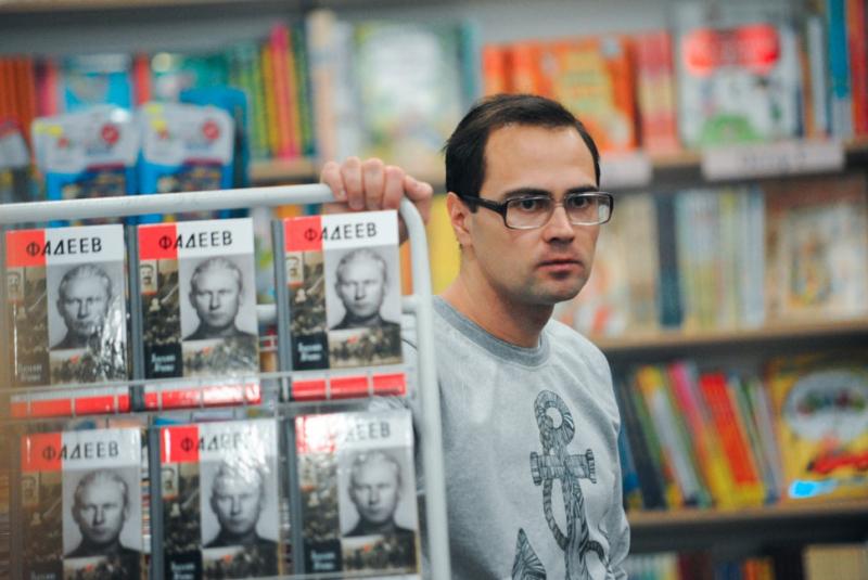 4 февраля во Владивостоке состоялась презентация новинки серии «ЖЗЛ» — книги об Александре Фадееве, написанной известным дальневосточным писателем и журналистом Василием Авченко