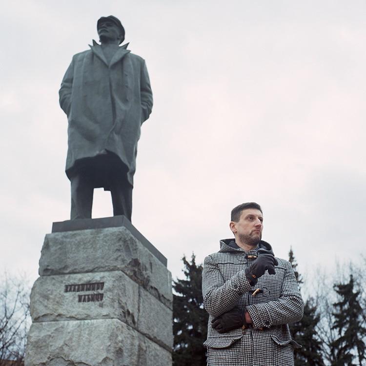 Лев Данилкин и герой его новой книги. Фотография Ольги Воробьевой
