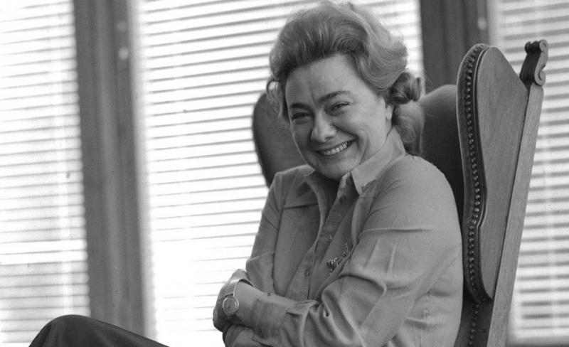 «Галина Брежнева сидела на работе со стаканом коньяка. А начальство перед нею расшаркивалось».