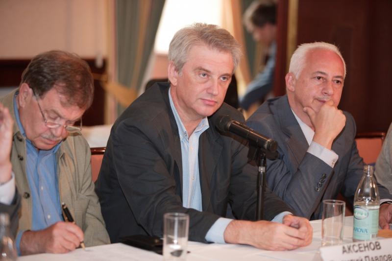 В жюри Букеровской премии вместе с Василием Аксеновым и Владимиром Спиваковым